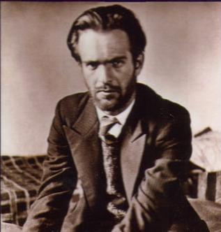 Никола Вапцаров в костюм